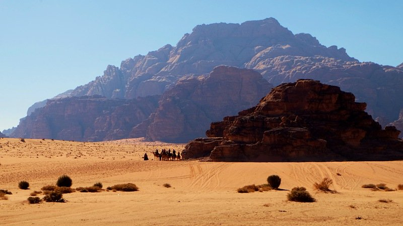 Wadi-Rum-cliffs-&-desert-jordan.jpg